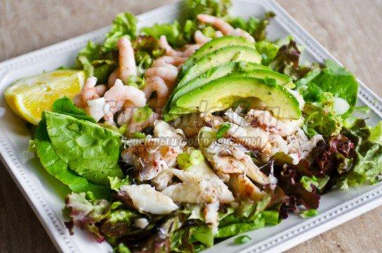 Крабовый салат с рисом. Рецепты на праздник и каждый день