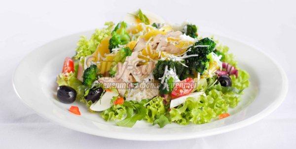 салат с курицей и яблоком и сыром и грецкими орехами слоями рецепт