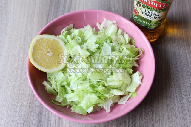 новогодний салат с креветками и печенью трески