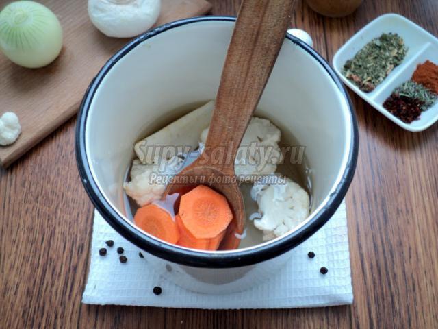 крем-суп с цветной капустой и грибами