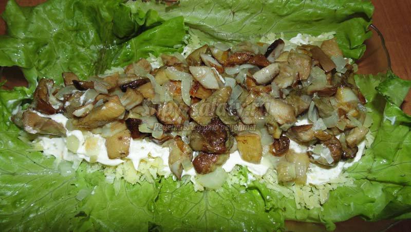 салат с куриным филе и грибами шампиньонами