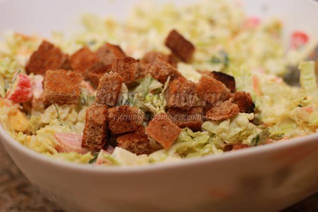 Салат с пекинской капусты и колбасой и сухариками рецепт 50