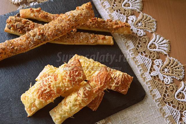 слоёные палочки с орехами и сыром