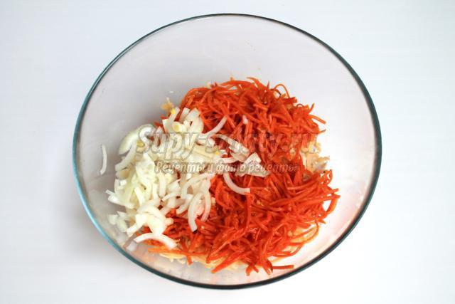 салат с морковью по-корейски, сыром и курицей