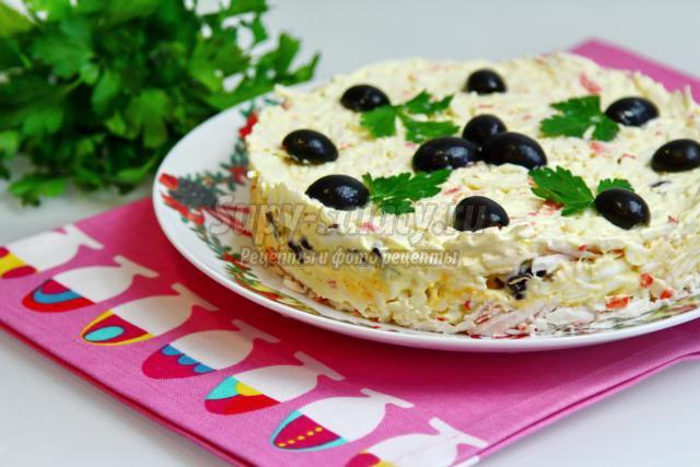 Салат с крабовыми палочками и черносливом. Рецепт с пошаговыми фото