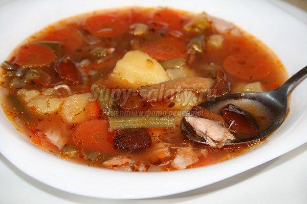 Салат с пекинской капусты с колбасой / рецепт с фото