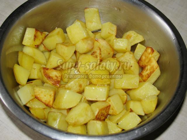 тушеная капуста с картофелем и мясом в мультиварке