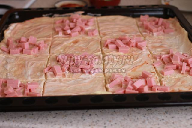 пицца с курицей и колбасой. Шахматка