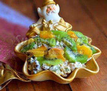 салат с фруктами, колбасой и сыром