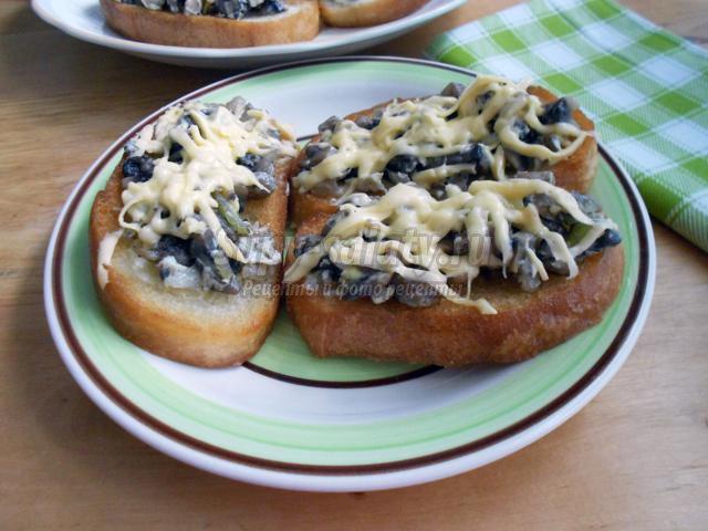 бутерброды с грибами и яйцом