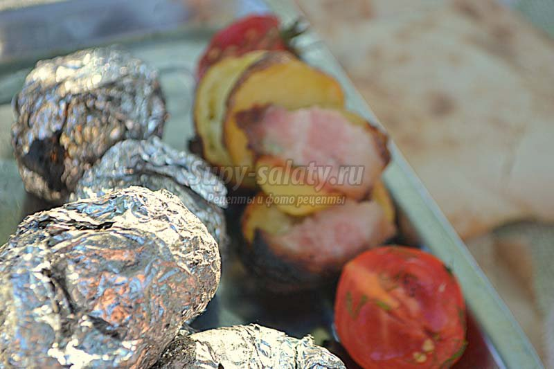 Печеная картошка в фольге по рецепту