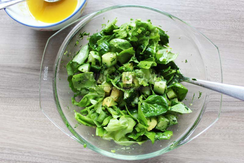 Салат с тунцом авокадо кукурузой