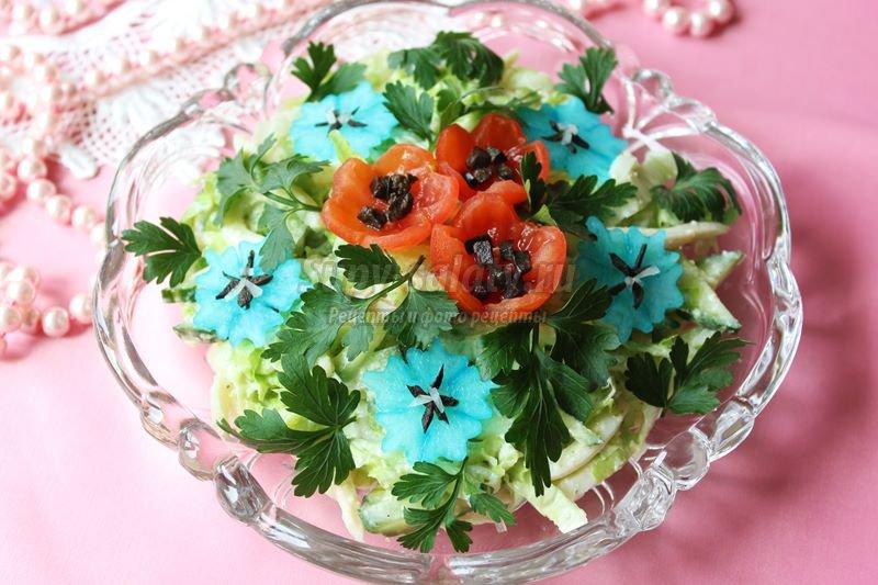 Салат с кальмарами и сырным соусом