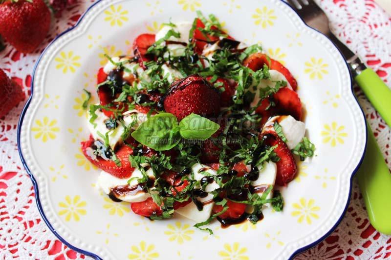 Салат с семгой кедровыми орешками рецепт