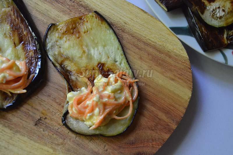 рулеты из баклажанов с морковью и чесноком