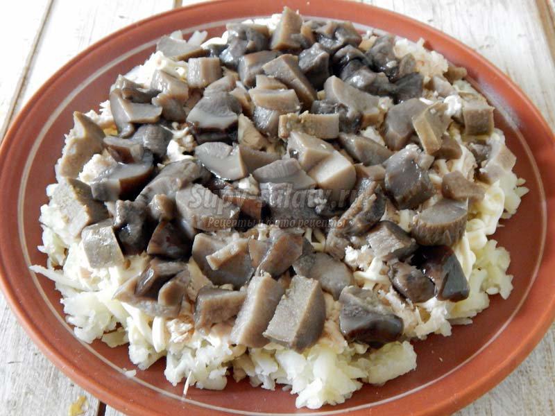 салат чипсами курицей грибами