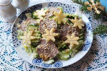 салат с языком и огурцом