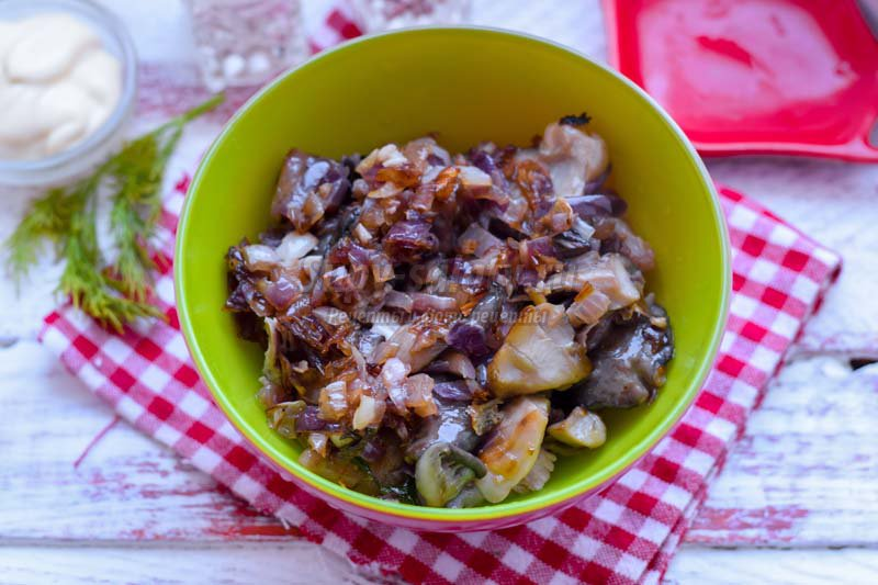 салат с маринованными вешенками рецепт