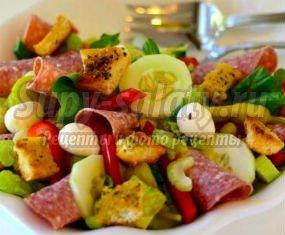 салат с копченой колбасой: пошаговые рецепты с фото