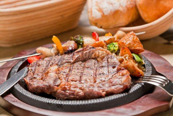 Как жарить стейк из говядины дома? Полезные советы