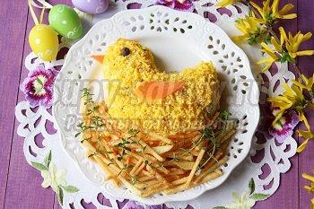 пасхальный салат с творогом и яйцом