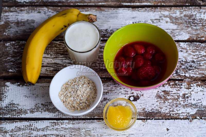 Смузи с овсянкой, бананом и клубникой