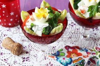 салат с яйцом и овощами