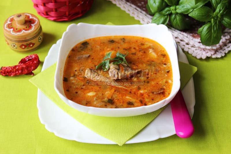 суп рассольник со свиными ребрышками