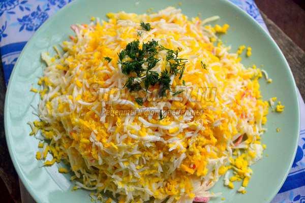 салат из капусты и копчёной колбасы